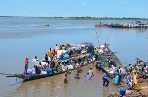 loading boats for Bamako